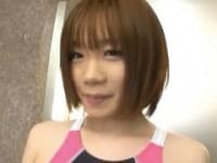 【アダルト動画】笑顔がカワイいベビーフェイスGALにスクミズ着させてHOTELエッチ☆(無料)