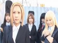 【アダルト動画】けい○んコスプレしたビッチGAL集団がBUSでチカンされまくるwww(無料)