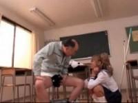 【アダルト動画】自分のパンツでシコってるおじさんに優しく接してあげるセイフクGALwww相葉レイカ(無料)