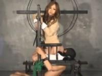 【アダルト動画】(逆強姦)ドSなセイフクGALにくんにを永久的にさせられる男www(無料)