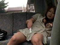 【アダルト動画】外から丸見えの車内でピンクローター,&,電動マッサージ機を使っておなにーに没頭する女の子(無料)