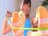 【アダルト動画】ハイレグでTBACK、そしてニーハイを履いた女の子がストレッチ。(無料)