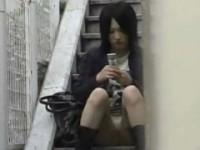 【アダルト動画】(秘密撮影)シロウトGALのパンチラ録ってたらマン筋くっきりだった件www(無料)