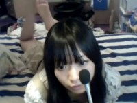 【アダルト動画】(らいぶちゃっと)クロ髪のロリ顔美今時女子校生が軟体を披露www(無料)