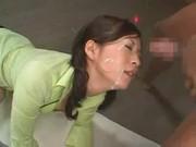 【アダルト動画】岬リサさんがガングロな男のちんこをフェラチオチオしながら乳首を指でいじる☆(無料)