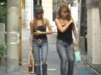 【アダルト動画】(悪戯)シロウトGALのチューブトップをズリ下ろしお乳ポ少女wwwwwwwww(無料)
