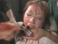 【アダルト動画】緊縛され号泣する女にタBUSコを飲ませたり髪の毛を掴んでスパンキング(無料)