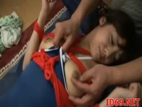 【アダルト動画】スクールミズ着の小娘を犯すおチチさん。縛りしてピンクローターで体をいじる☆(無料)