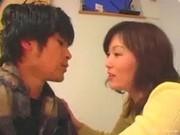 【アダルト動画】50,代の母とキッチンのテーブルの上でねっとりガチ生H☆(1/3)(無料)