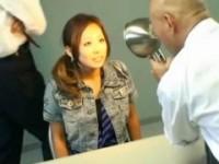 【アダルト動画】容疑を否認するGALに怪しい薬を飲ませ犯すとんでもな捜査員(無料)