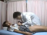 【アダルト動画】体調不良で診察にやってきたセイフクGALに睡眠薬飲ませて犯す変態医師wwwwwwwww(無料)