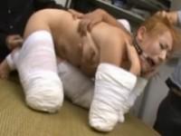 【アダルト動画】(強制あくめ)包帯で体を縛りされた美巨乳GAL音羽レオンを玩具で犯す(無料)
