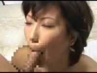 【アダルト動画】少しふくよかな人妻のまんこを荒々しく指マンしてやったら塩吹きした☆(無料)