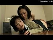 【アダルト動画】自身の小娘にレズビアン指導する変態母親。エロな言葉で小娘の羞恥心をあおりまくりwww(無料)