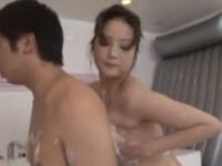 【アダルト動画】ボーナスでやっと来られたサラリーマンに超最高のオモテナシするソープ嬢。(無料)
