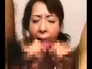 【アダルト動画】血縁関係?なにそれ食べれるの?人妻お母ちゃん、男達のちんぽを上下のお口で頂きますwww(無料)
