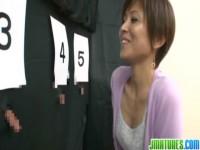 【アダルト動画】桐岡さつきさんが5個のちんこの中からダンナのちんこを選ぶクイズ。(無料)