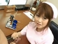 【アダルト動画】ざーめん提供してくる患者にはGALナアスが変態手コキで抜いてくれますwww浜崎りお(無料)