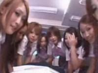 【アダルト動画】昼寝しているBOY生徒達に群がり勝手にち○ぽ弄りするセイフクGAL集団wwwwwwwww(無料)