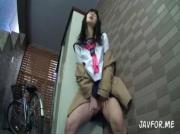 【アダルト動画】(衝撃)マンションの自転車置き場で今時女子校生がおなにーしてたんだがwww(無料)