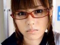 【アダルト動画】学校帰りの列車の中でチカンされてそのままSEXしちゃうセイフク眼鏡小娘 瑠川リナ(無料)