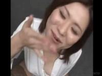 【アダルト動画】人妻がざーめんをごっくんするシーンを見せてくれるえろいムービー☆(無料)