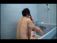 【アダルト動画】美乳無毛イモウトとのお風呂をこっそり秘密撮影☆意外と膨らんだお乳にむらむらしたのでこっそりハメちゃう近親ソウカンSEX☆(無料)