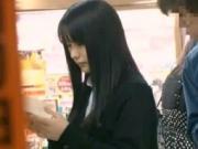 【アダルト動画】本屋で立ち読み中にパンチラ秘密撮影されてしまうJKがチカンの餌食にwww(無料)