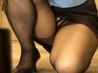 【アダルト動画】( 秘密撮影ムービー )社内掃除するタイトスカートOLを狙い死角からパンチラ秘密撮影したったwwwwwwwwwwwwwww(無料)