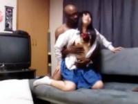 【アダルト動画】(生H隠盗ムービー)アフリカ人と援交する清純今時女子校生…狭い膣内内に巨大チンポを生入れするセイフク女子を隠しカメラ撮りwwwwww(無料)