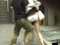 【アダルト動画】(悪戯隠盗ムービー)街歩くミニスカシロウトGALのスカートを剥ぎ取る愉快犯の隠し撮り映像…(無料)