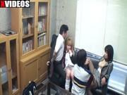 【アダルト動画】(ナカ出し オヤコ丼)アホなGAL小娘の留年防止のために、揃ってナカ出しされるオヤコ(無料)