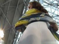 【アダルト動画】物凄い色っぽい☆イベントコンパニオンのスカートの中身を逆さ撮りパンチラ秘密撮影☆激えろTBACKが丸見えwww(無料)