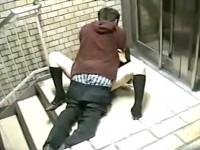 【アダルト動画】( 秘密撮影ムービー )階段の踊り場でムラムラカップルの大胆すぎる外SEXを秘密撮影したったwwwwwwwwwwwwwww(無料)