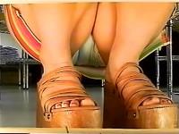 【アダルト動画】( 秘密撮影ムービー )ショップ店員がスカート女性を逆さ撮りパンチラ秘密撮影した絶景チラリズム映像☆☆☆(無料)