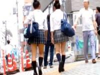 【アダルト動画】(逆さ撮り隠盗ムービー)お団子頭の今時女子校生をセンター街で縞パンツと蛍光パンツを背後から隠し撮りwwwwww(無料)