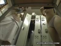 【アダルト動画】美巨乳ナアスの更衣室でのお着替えを秘密撮影☆「おっきいー☆」と言いながら乳を揉み合う姿もwww(無料)