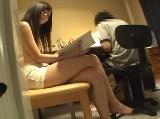 【アダルト動画】マイクロミニスカートを履いたカテキョに性欲を抑えられない男の子(無料)
