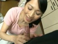 【アダルト動画】ムスコの寮に突然訪ねて来たドS人妻母の変態手コキフェラチオ(無料)
