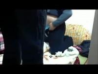 【アダルト動画】狭いネカフェで絡み合うシロウトカップルのSEXを秘密撮影☆変態手コキしたちんこに跨りきじょう位で生入れ☆(無料)