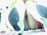 【アダルト動画】( 秘密撮影ムービー )街中で座るカワイいつり目オネエさんを狙い望遠パンチラ秘密撮影したったwwwwwwwwwwwwwww(無料)