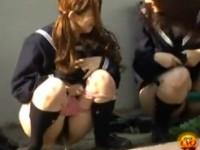 【アダルト動画】(野ション隠撮ムービー)通学中の尿意に我慢出来ず親友に見張ってもらって外で尿する今時女子校生wwwwww(無料)