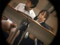 【アダルト動画】教室で幼馴染のオチンチンを変態手コキする今時女子校生(無料)