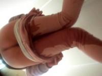 【アダルト動画】(お漏らし隠撮ムービー)トイレに間に合わず駅の便所で尿漏らしたシロウトGALを隠し撮りwwwwww(無料)
