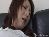 【アダルト動画】ムスコに乳首をいじられてガチで感じてしまうドSでどうしょうもないお母ちゃん。(無料)