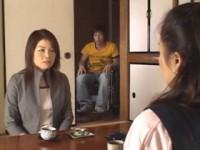 【アダルト動画】人妻教師の高村美子とムスコを溺愛する人妻の希崎圭蓮がきじょう位で悶絶(無料)