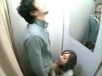 【アダルト動画】( 秘密撮影ムービー )ドすけべ野郎が試着室でGAL店員が裾上げ中にフェラチオチオお願いしてみた結果…(無料)
