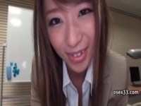 【アダルト動画】(フェチ)超可愛いお姉さんの初美沙希が上司のアソコを服の上から足コキしちゃうえろワレメ行為(無料)