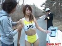 【アダルト動画】(強姦)時間停止装置を使いマラソン中の女子大学生を容赦なく強姦(無料)