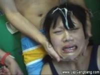【アダルト動画】(強姦)ミズ着の女子JC今時女子校生と母親がプールの脱衣所でミズ着を切り刻まれぶっかけ輪姦されるキチク映像(無料)
